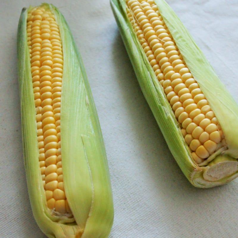 Cómo limpiar y cocinar el maíz dulce