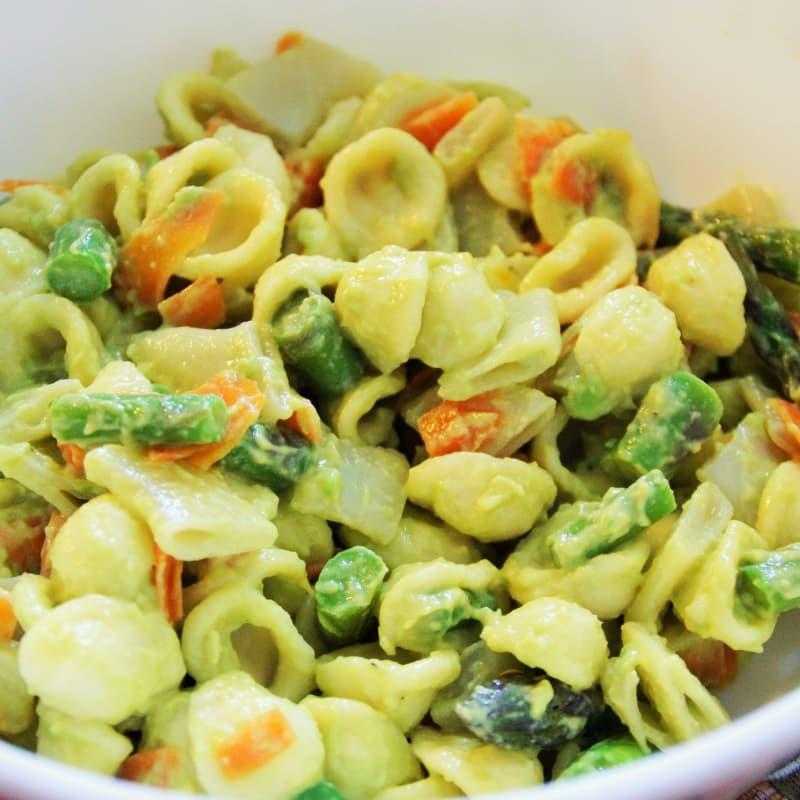 ensalada de pasta orecchiette vegetariana