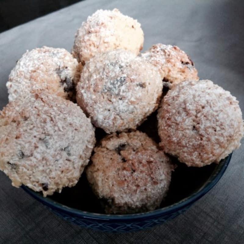 Biscotti al cocco e scaglie di cioccolato al profumo di arancia