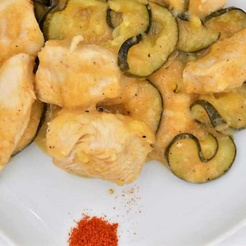 Chicken breast with sweet paprika zucchini