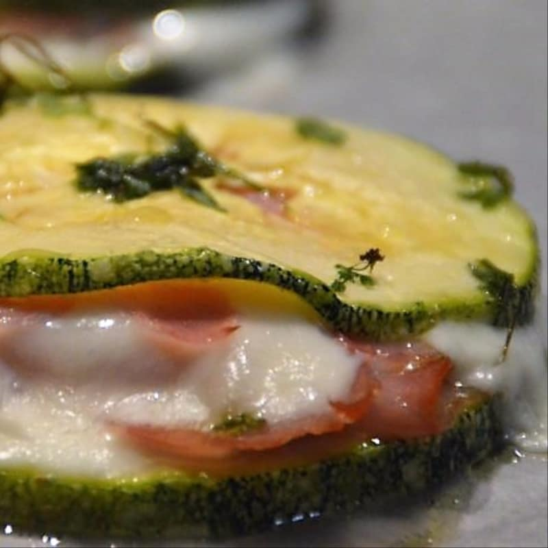 Zucchini toast with cooked ham and cheese