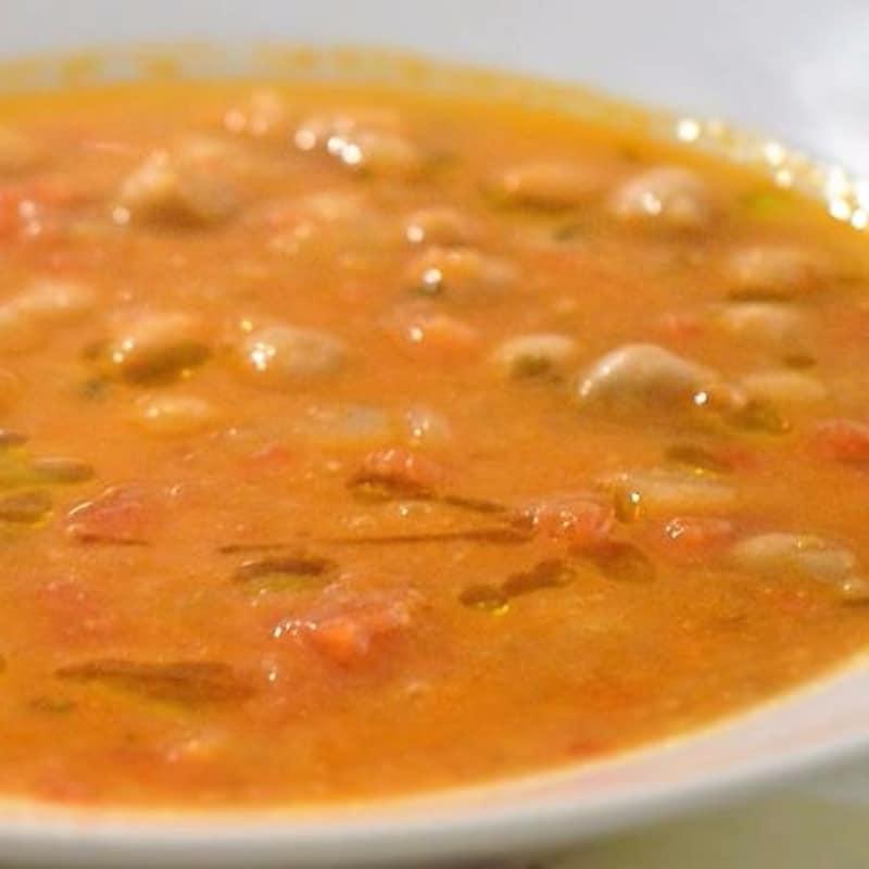 Sopa de garbanzos y tomates