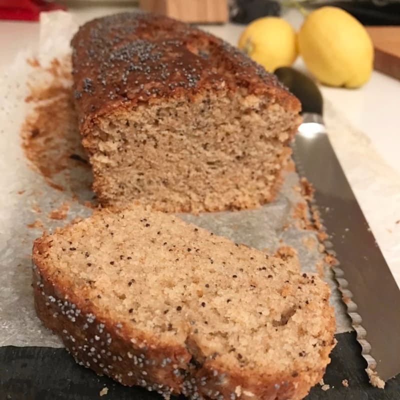 Plumcake vegetariana con sabor a semillas de limón, yogur y amapola