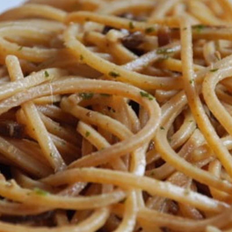 Whole spaghetti with ginger-flavored algae