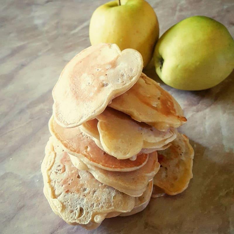 Pancake con mele e banane