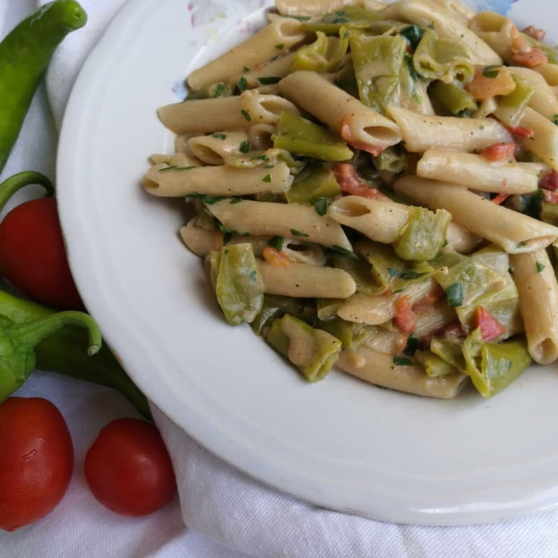 Penne con frigitelli semi-integrados y tomates cherry