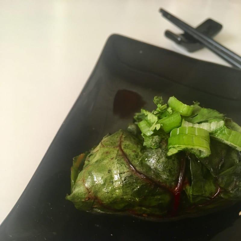 Envueltos de carne de pavo y hojas de betarraga