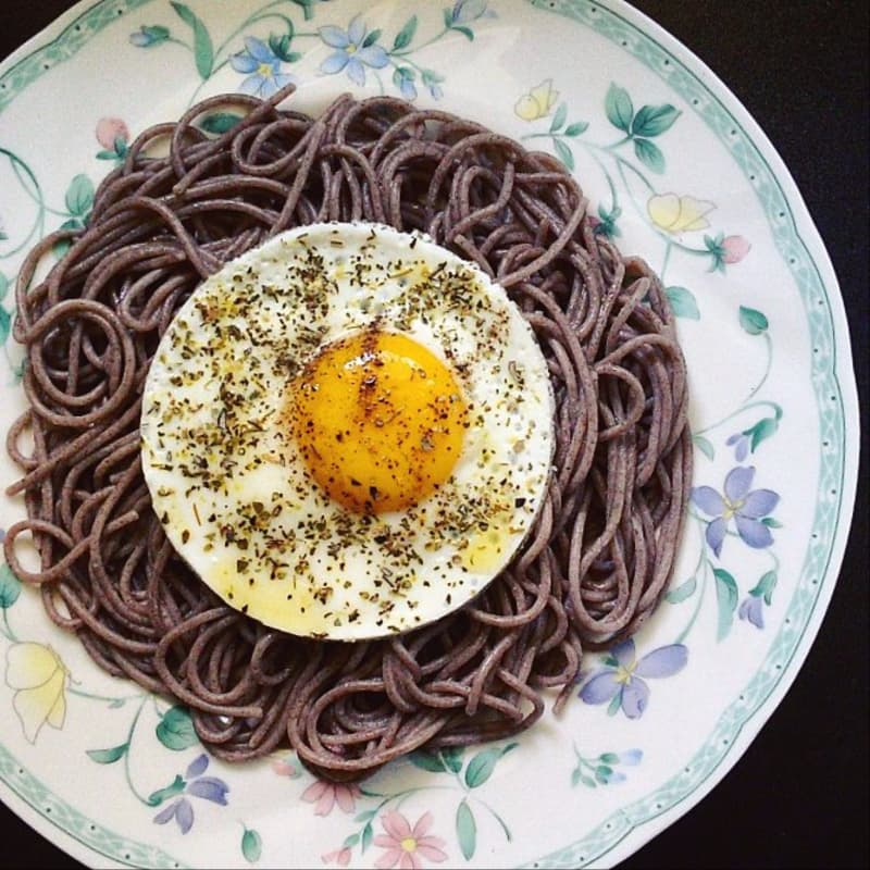 Spaghetti di grano saraceno e uovo