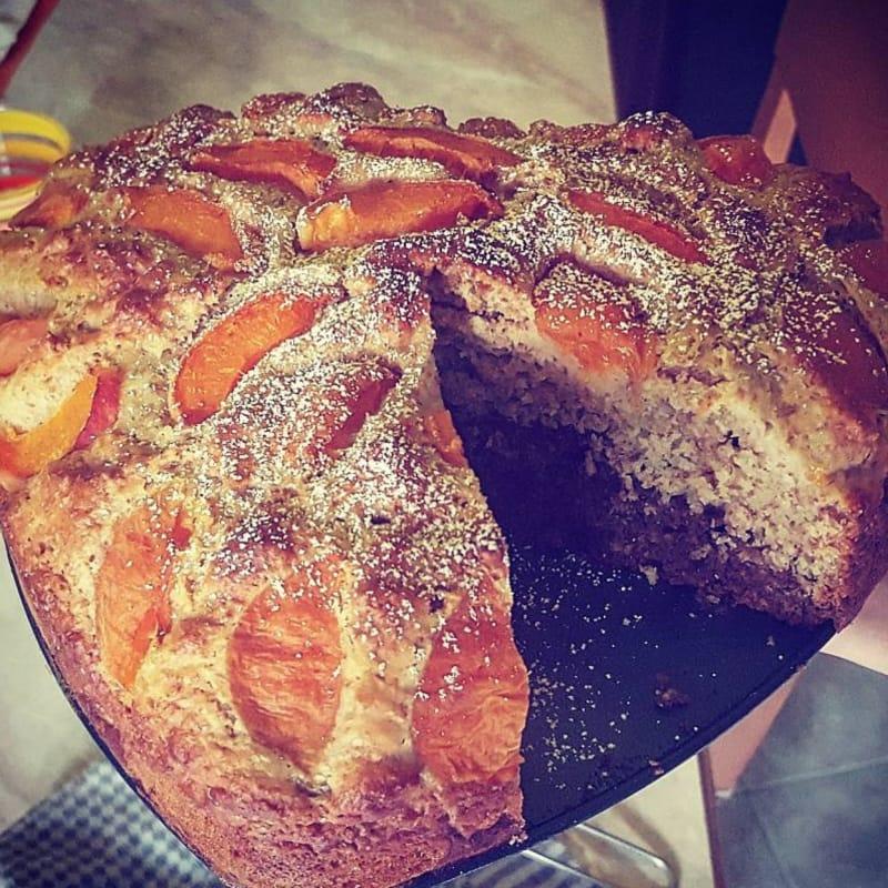Torta integrale bicolore con albicocche