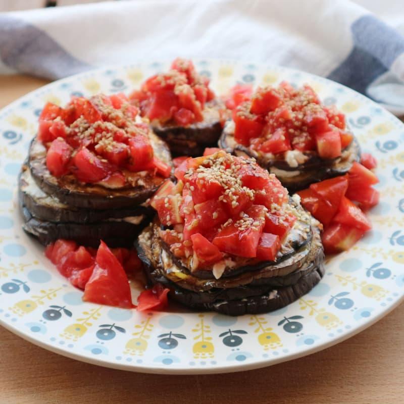 Torres de berenjena, robiola Y Tomates