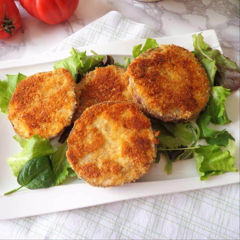chuletas de berenjena con hierbas y queso parmesano