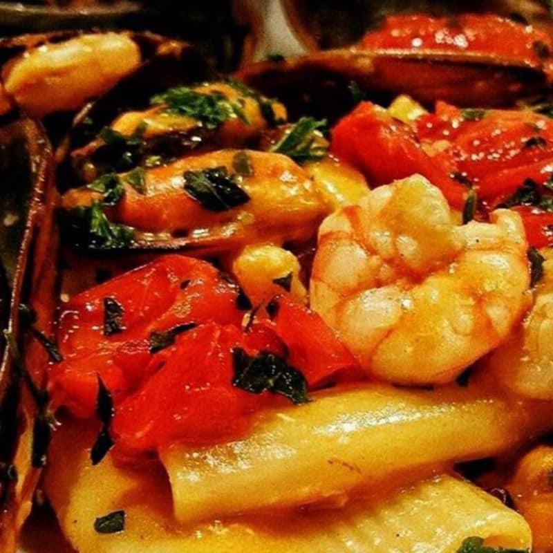 mejillones y camarones Paccheri