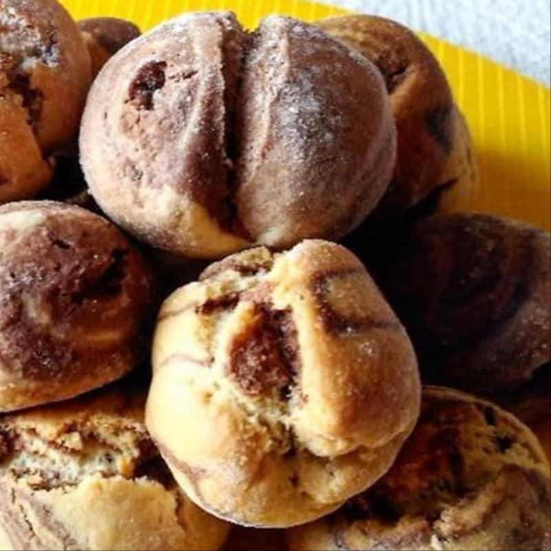 Pepitas variada de torta dulce de chocolate con corazón de Nutella