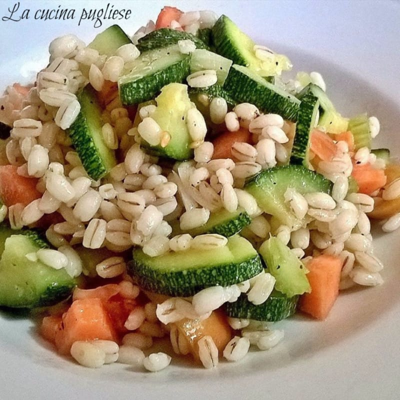 Ensalada de la cebada con verduras