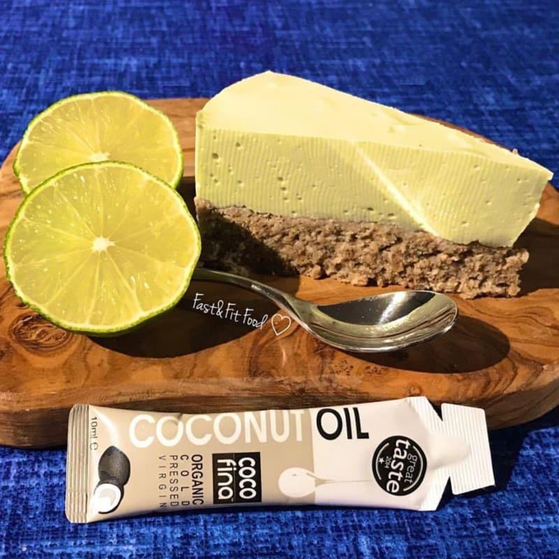 Pastel de queso ligera de coco, lima y aguacate
