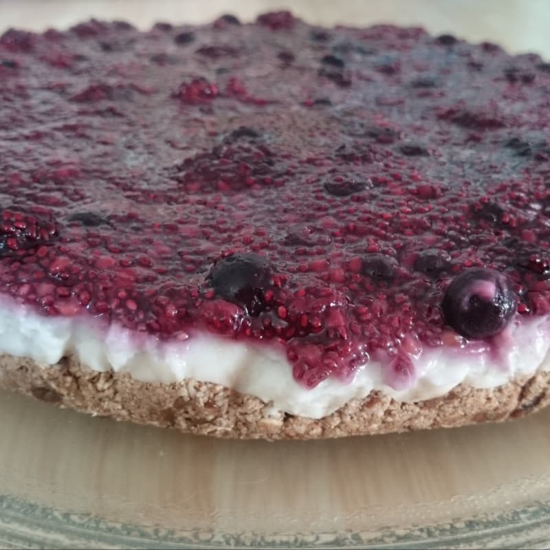 Cheesecake crudivegano de frutos del bosque