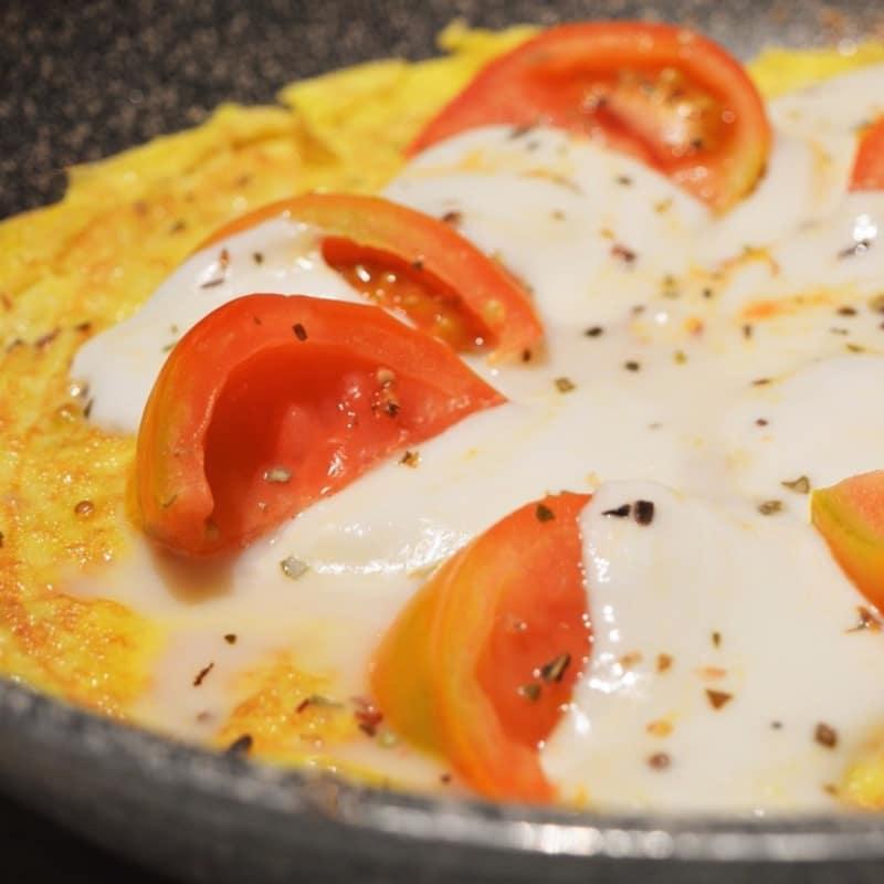 Frittata con salsa de tomate