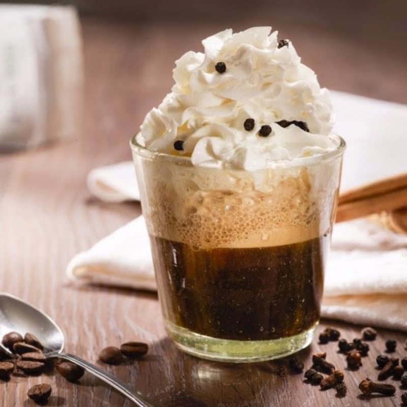 café frío con especias