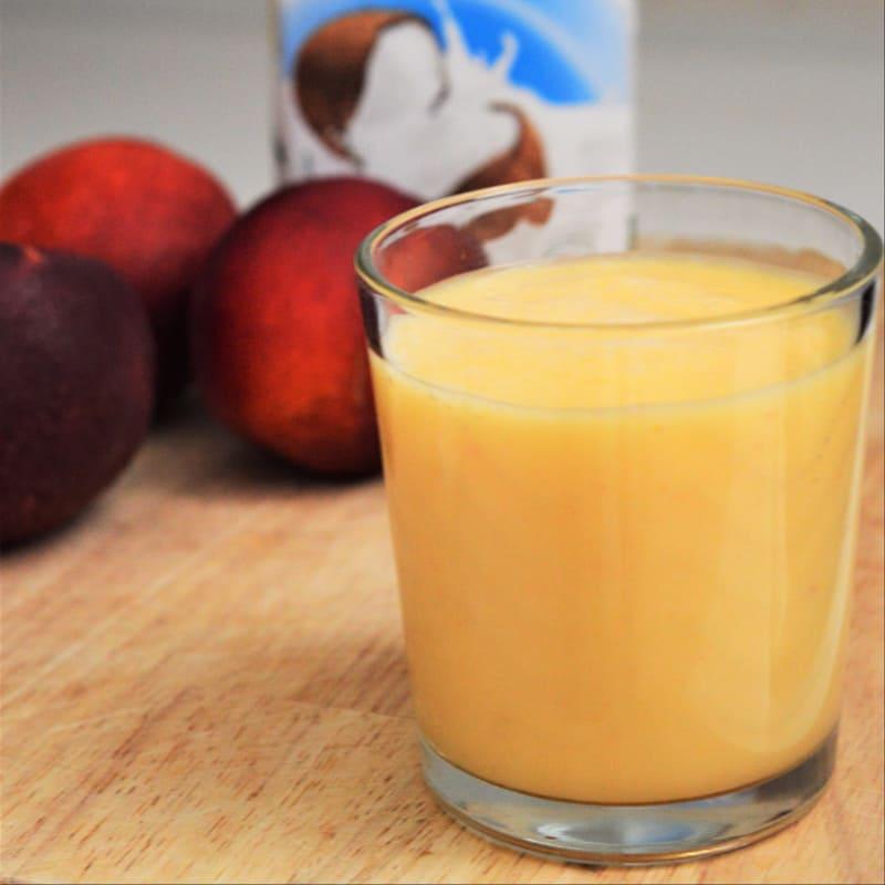 nectarinas licuadora y leche de coco