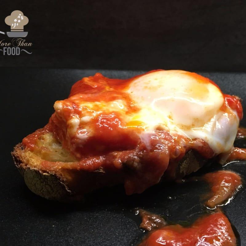 Huevos en el Purgatorio. Parece que los huevos con los tomates se llaman así ...