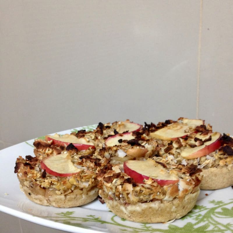 Mini Apple, Cinnamon and Oat cakes