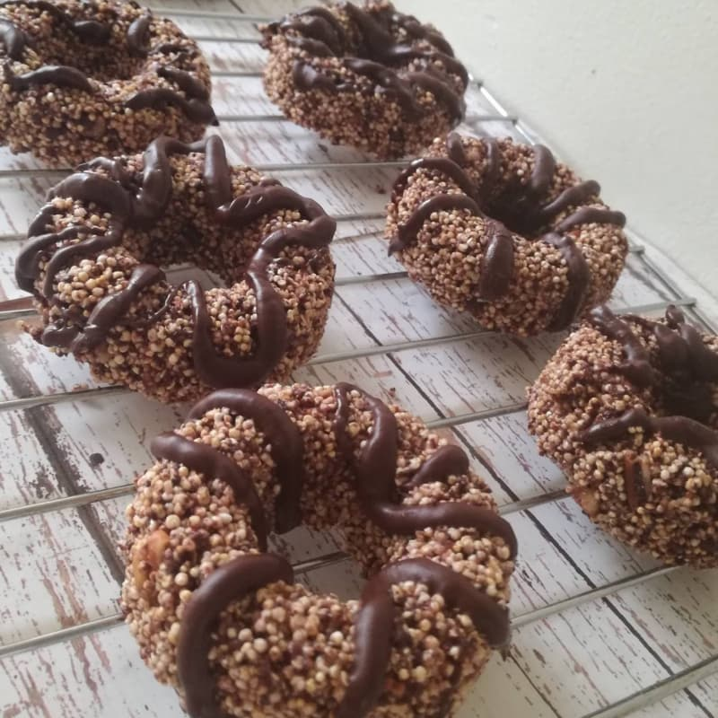 Donuts of amaranth and cacao