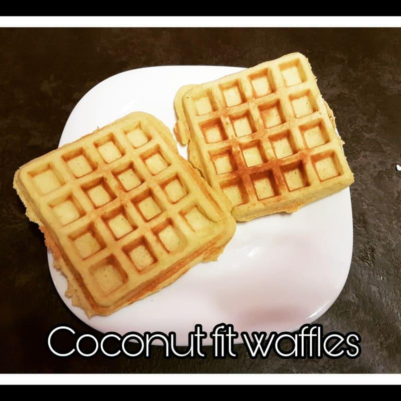 Waffles di cocco senza farina e senza zucchero