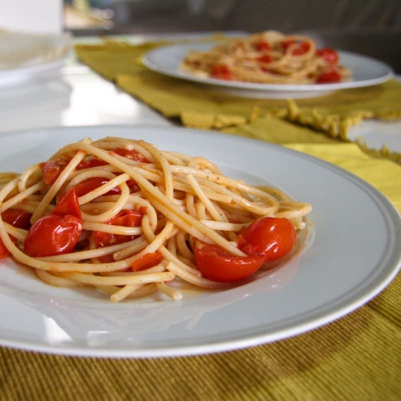 los tomates y anchoas Espagueti