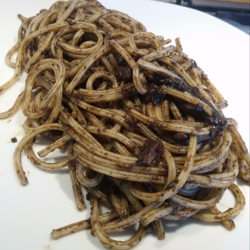 Spaghetto quadrato al nero di seppia