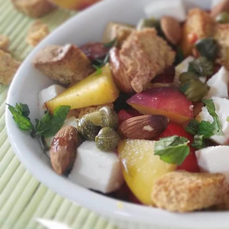 Panzanella de almendras con sabor a fruta