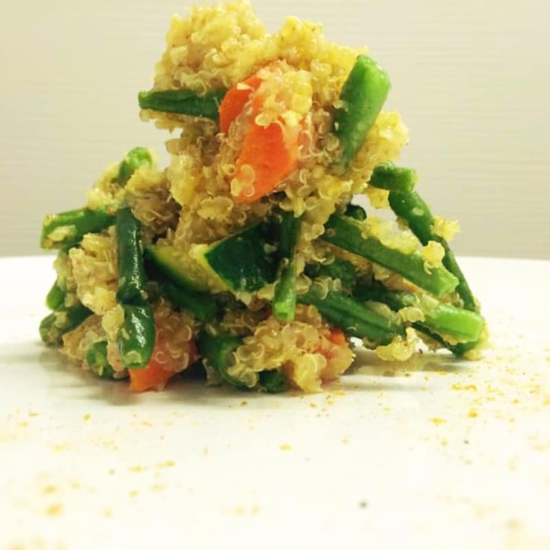 La quinoa con verduras al vapor y curry