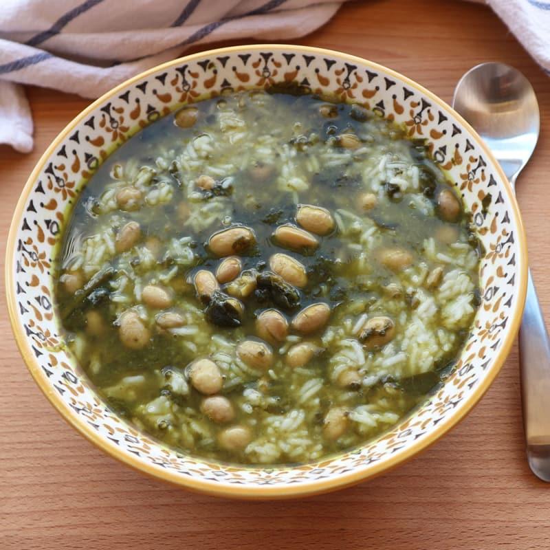 Sopa de Frijoles de arándano y espinacas