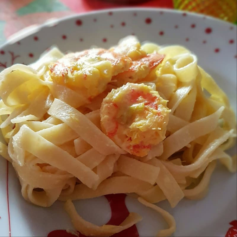 Noodles, shrimps and saffron