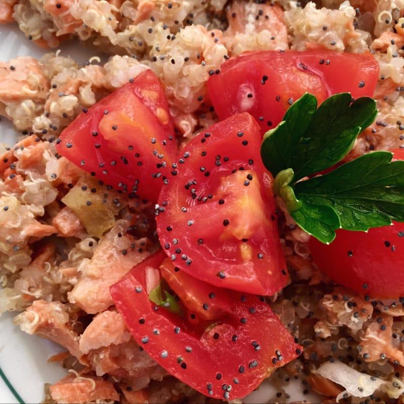 Quinua salmón y tomates cherry