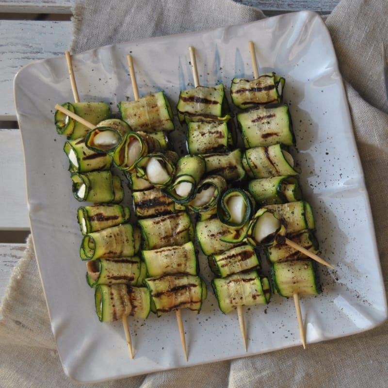 Pinchos de calabacín, mozzarella y anchoas