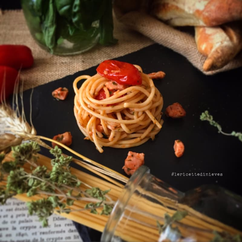 Spaghetti with fresh tuna and cherry tomatoes