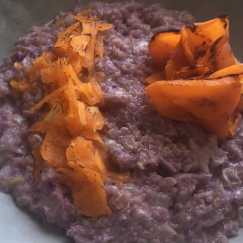 Risotto of quinoa with purple cabbage and pumpkin