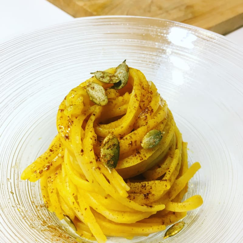 Linguini con calabaza, anchoas y regaliz.