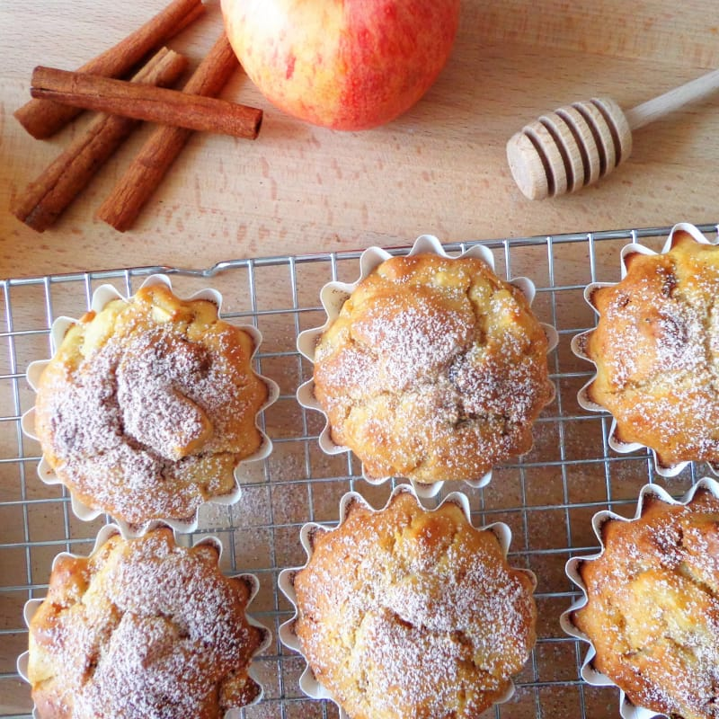 Apples muffin with ricotta and raisins
