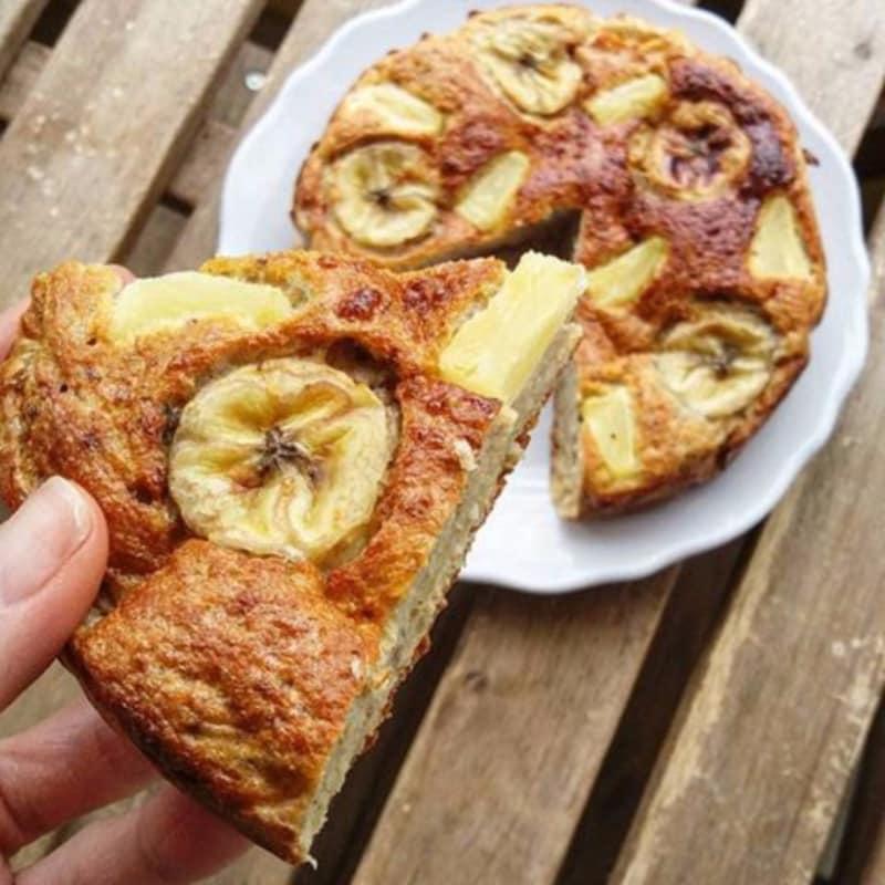 Baked oatmeal banana bread con ananas