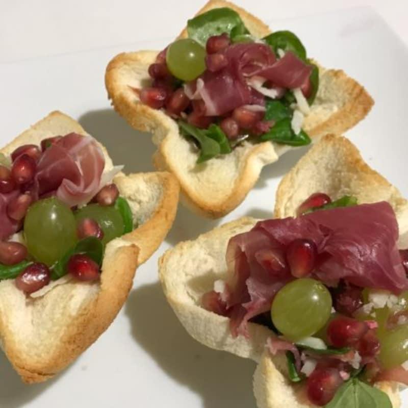 ensalada de jamón DOP Módena con las uvas y la granada