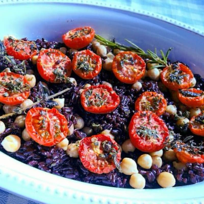 Integral Venison Rice with Chickpeas, Black Olives and Cherry Tomatoes Confit
