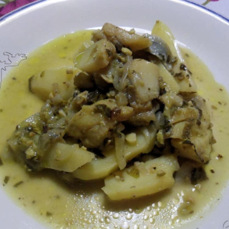 guiso de bacalao con patatas las cebollas y los pistachos