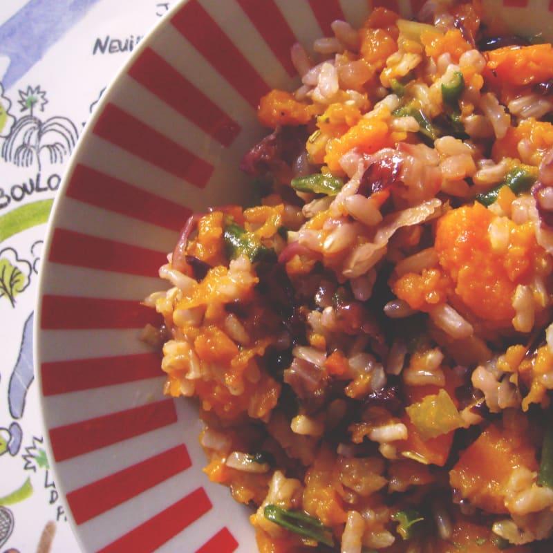 El arroz integral con crema de calabaza, achicoria y judías verdes