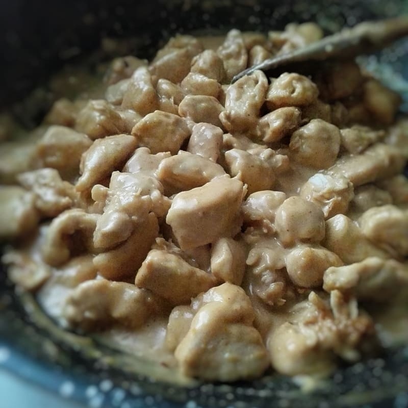 Bocconcini di pollo al burro di arachidi