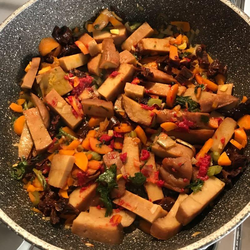 Seitan con puerro y tomates secos