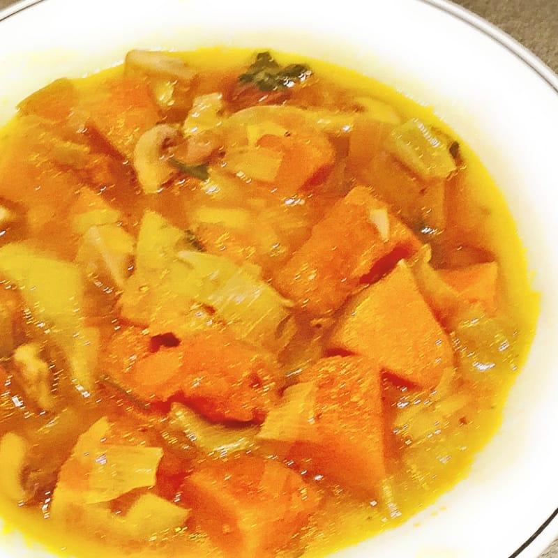 Sopa de calabaza y champiñones