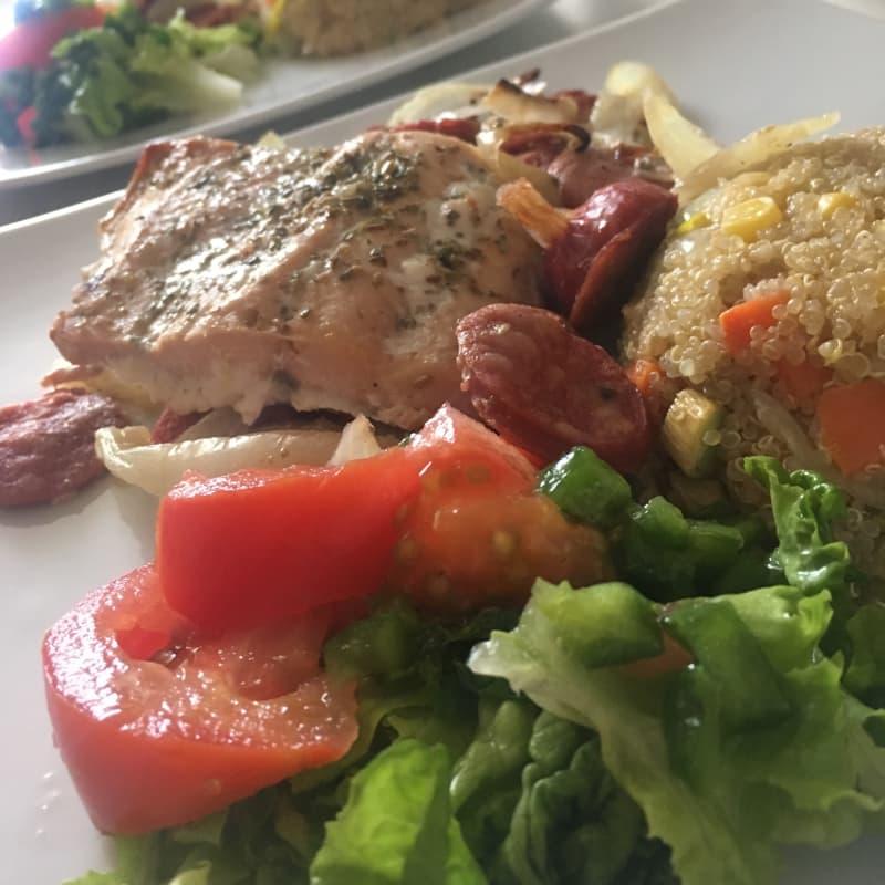 Salmón con quinoa