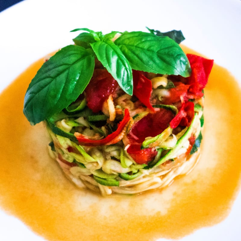 Spaghetti with zucchini sautéed with cherry tomatoes and ginger