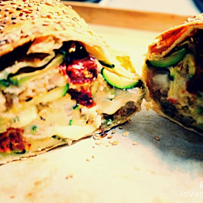 Stuffed vegetable pocket, aromatic bread and mozzarella veg